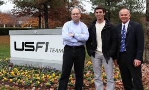 Pechito López junto a Ken Anderson y Peter Windsor en las instalaciones del USF1 en Charlotte, EE.UU.