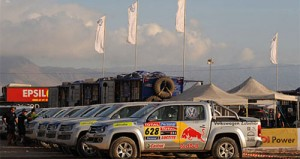 Las VW Amarok descansan en un alto de la competencia - Foto: Prensa Dakar