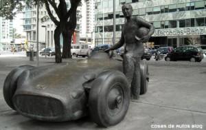 Monumento a Juan Manuel Fangio en Puerto Madero, Buenos Aires. Foto: Cosas de Autos