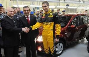 Petrov junto a Ghosn en una reciente visita a la planta de Renault en Rusia.