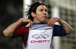 Messi se puso la camiseta de Chery. Fotomontaje: Cosas de Autos.