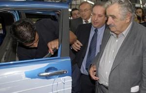 Mujica junto a Effa, en la inauguración de la planta de Lifan.