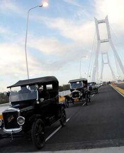 Caravana de Ford T en la inauguración del Puente del Bicentenario. Foto: Diego Moreno (Facebook)
