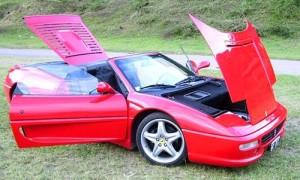 La Ferrari F355 Spider que fue de Maradona se vende en Jujuy.