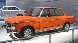 El BMW 2002 eléctrico que se usó en los JJ.OO. de Munich 1972 en el Museo de BMW.