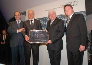 Julio De Marco de VW Argentina y Conrado Wittstatt de Audi Argentina junto a los responsables de Maipú Exclusivos.