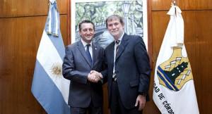 Daniel Giacomino, intendente de la Ciudad de Córdoba y Dominique Maciet, presidente de Renault ArgentinaDaniel Giacomino, intendente de la Ciudad de Córdoba y Dominique Maciet, presidente de Renault Argentina
