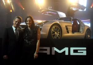 Roland Zey, presidente de Mercedes-Benz Argentina, y Luciana Aymar, la mejor jugadora de hóckey del mundo.