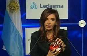 Cristina con un E-NV1 en sus manos.