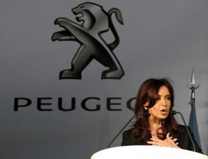 Cristina en el lanzamiento de producción del Peugeot 408.