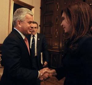 Rocha saluda a Cristina ante la mirada de Moreno. Foto: Presidencia