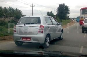 Toyota Etios hatchback en pruebas en India