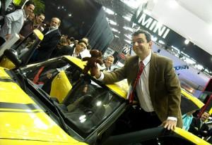 El falso Mr Bean en el stand de Lifan en el Salón de San Pablo 2010 - Foto: Cosas de Autos Blog