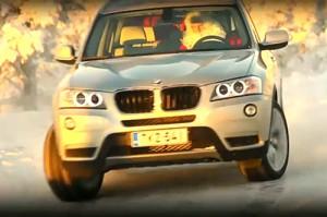 Papá Noel manejando una BMW X3