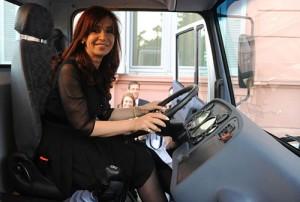 Cristina a bordo del camión 1720 de Mercedes-Benz. Foto: Presidencia
