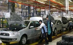 El Fiat Siena en la línea de producción de la planta de Ferreyra, Córdoba