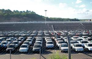 Autos varados en la aduana de Zárate. - Foto: El Debate de Zárate