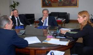 Directivos de ACARA con la ministra Débora Giorgi.