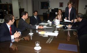Representantes de Kia Argentina con funcionarios del gobierno nacional.