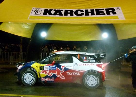 Kärcher lava el auto de Sebastian Loeb en el inicio del Rally Argentina 2012.