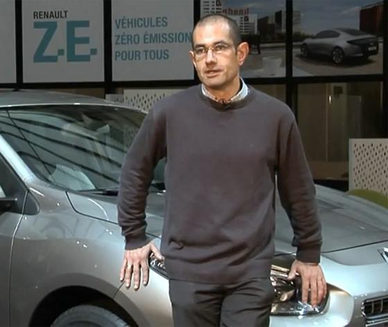 Thierry Koskas junto al Renault Fluence Z.E.
