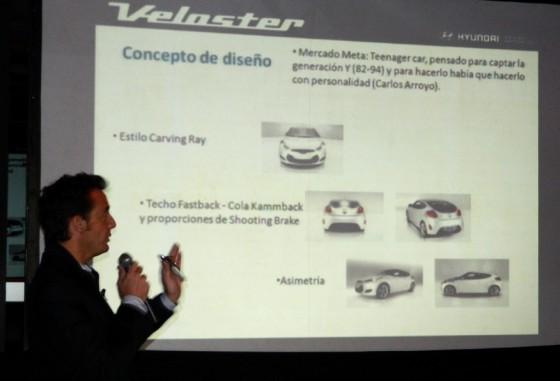 José Luis Denari explicando el concepto de diseño del Veloster.