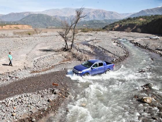 """""""Navegar"""" por un río con lecho de piedras de gran tamaño fue de lo mejor."""