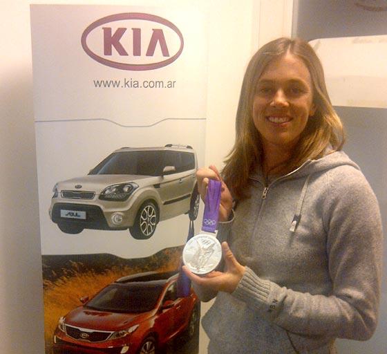 Tras los JJ.OO. Carla Rebecchi le colgó la medalla al Kia Picanto