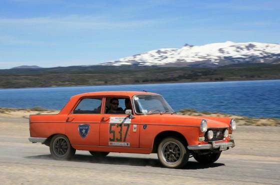 Se larga el Gran Premio Argentino Histórico con el sponsoreo de Peugeot.