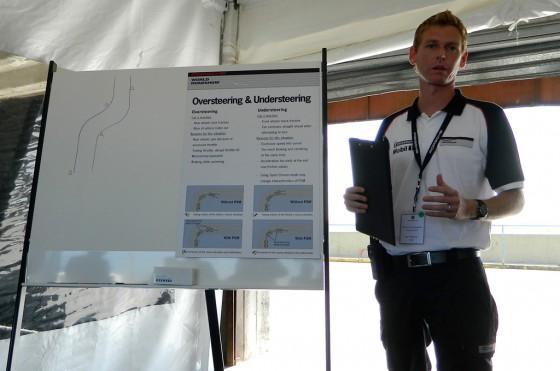 Nuestro instructor, Paul Robinson, nos da las recomendaciones antes de salir a pista.