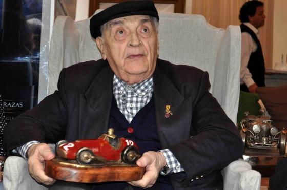 Froilán González festejó su cumpleaños 90 en Autoclásica 2012