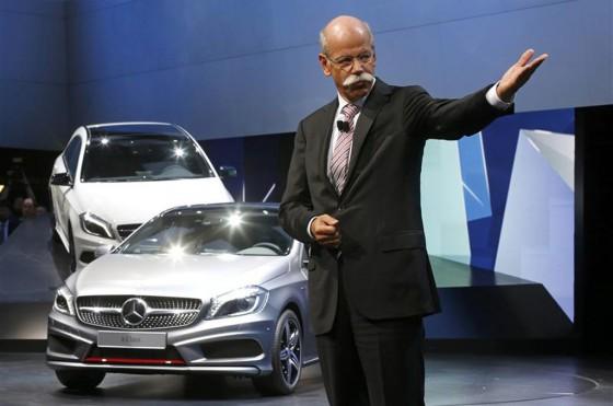 Dieter Zetsche junto al Mercedes-Benz Clase A