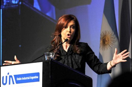 """CFK criticó a las automotrices: """"Muy lindo todo pero remesan todos los años al exterior"""""""