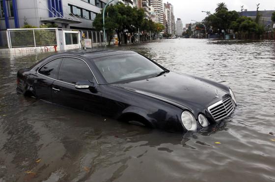 Qué hacer si se inundó el auto: consejos y recomendaciones