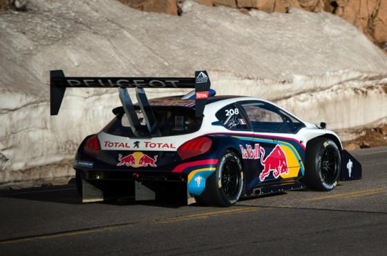 Loeb voló con su Peugeot 208 y batió el récord en Pikes Peak