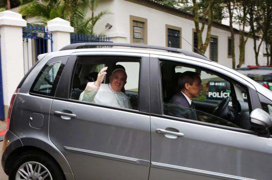 Francisco a bordo de un Fiat Idea en Brasil.