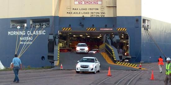 GM completó el primer desembarco de autos en el puerto de Rosario