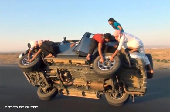 Arabia y la imprudente costumbre de los jóvenes de manejar en dos ruedas
