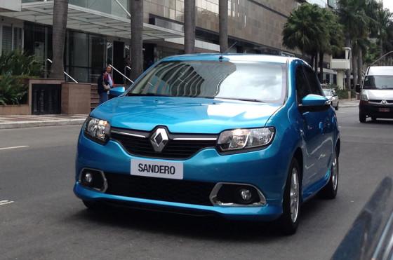 Nuevo Sandero 2015 - Foto: Carplace (Brasil)
