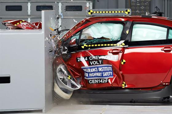 Seguridad: el Volt consiguió un aceptable y el Leaf una mala calificación en EE.UU.