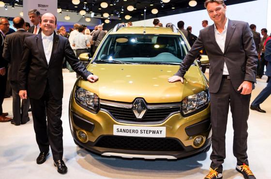 Laurens van den Acker junto al Renault Sandero Stepway