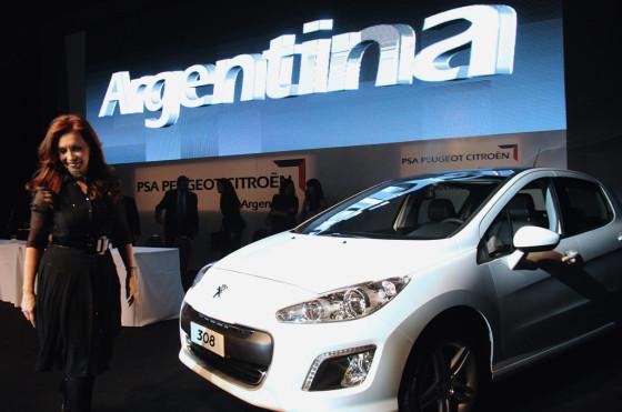 El gobierno insiste en que hay un boicot de las automotrices y extenderá el ProCreAuto