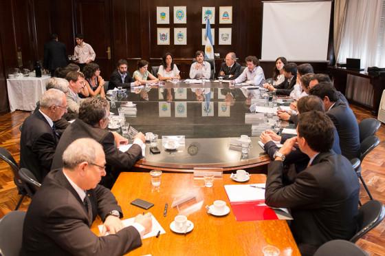 Augusto Costa, secretario de Comercio, con miembros de ADEFA