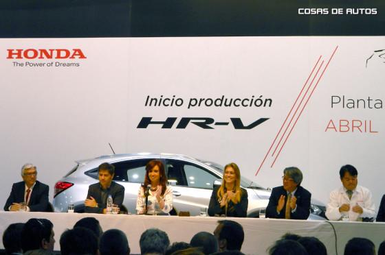 CFK junto a los ministros de Industria y Economía y los directivos de Honda.