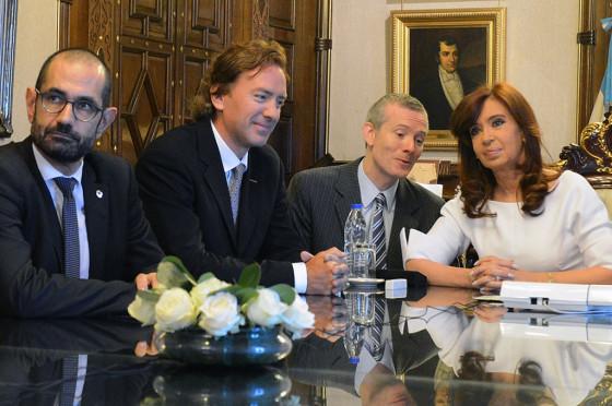 Koskas y Valls, junto a CFK en Casa Rosada y Ghosn vía Skype.