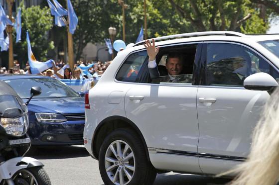 Mauricio Macri en una VW Touareg Hybrid