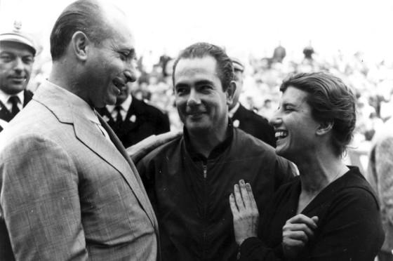 María Teresa de Filippis junto a Juan Manuel Fangio