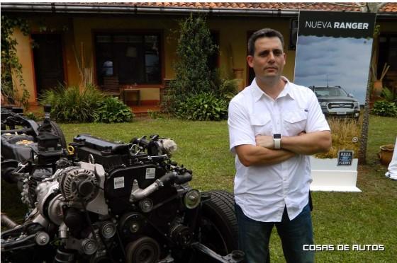 Gustavo Oneto, gerente de Ingeniería de producto de Ford Argentina junto a su criatura.