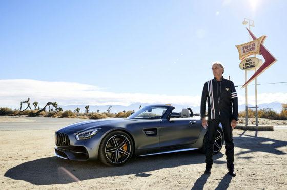 Peter Fonda junto al Mercedes-AMG GT Roadster