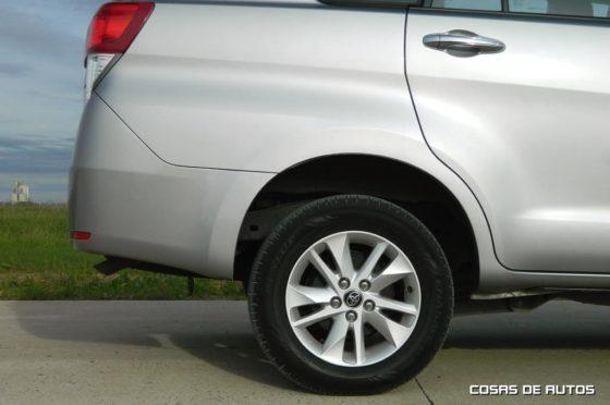 Test de la Toyota Innova - Foto: Cosas de Autos